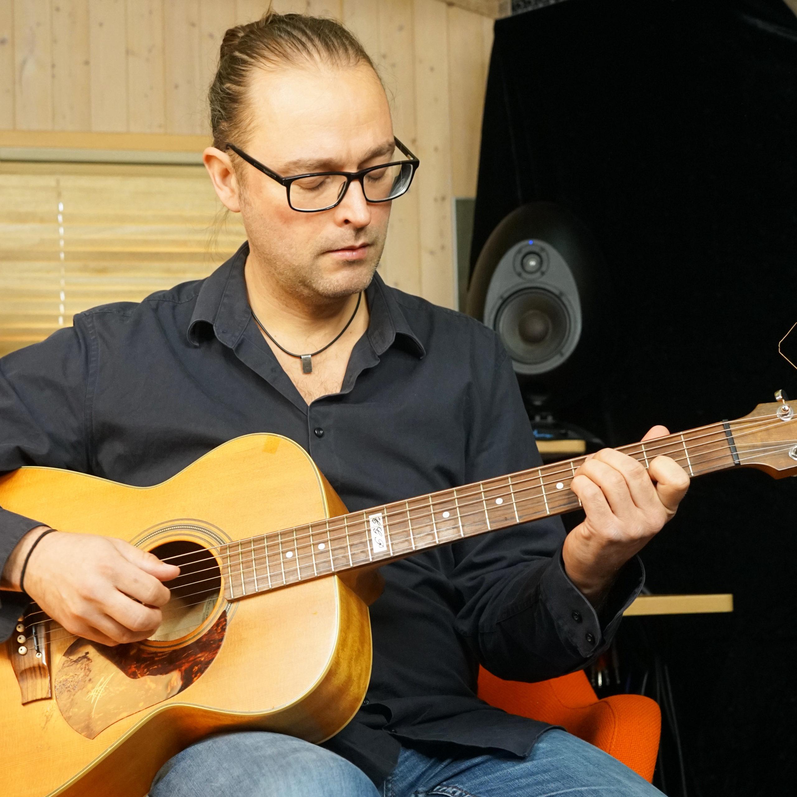 Rasmus Birk Guitarist